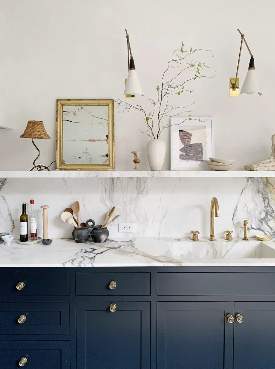 Мармурова стільниця в кухні Афіни Кальдероне